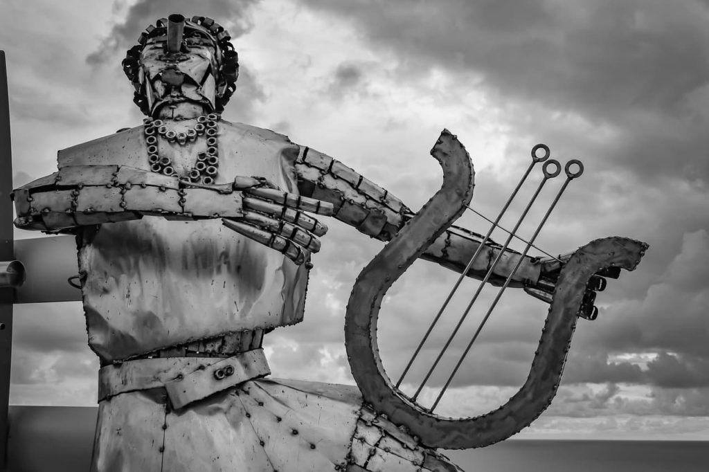 Estatua de Apolo y su lira