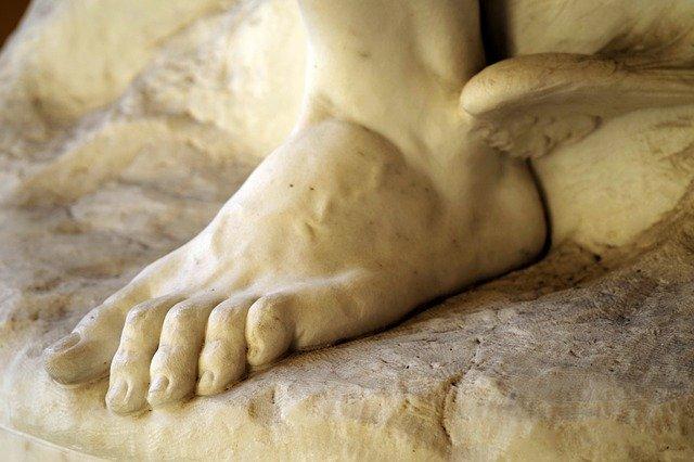 Hermes pies alados